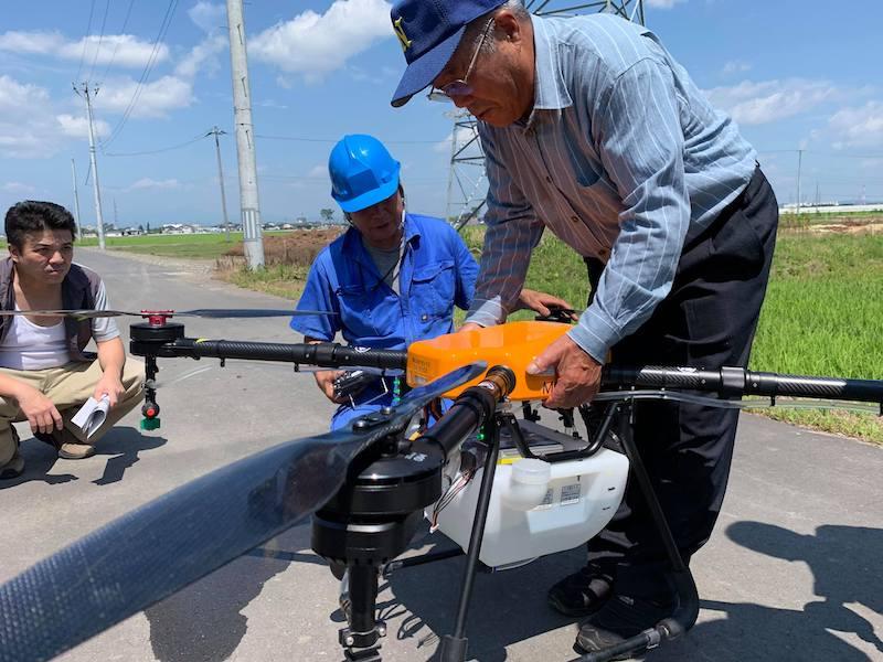 飛助MGによる農薬散布デモフライト